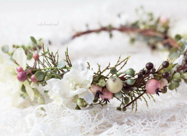 Loana Winterhochzeit Haarband Blumenkranz Vintage-07