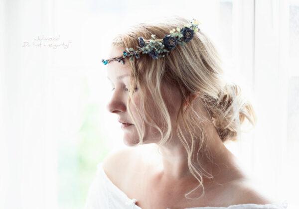 Jera IV Blumenkranz Braut Blau-20