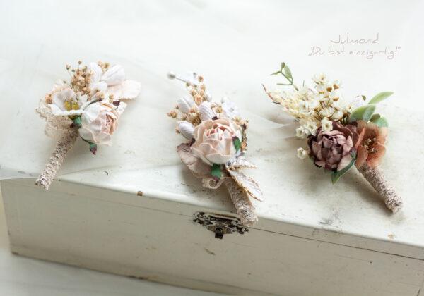 Lio Anstecker Braeutigam Blumen-02