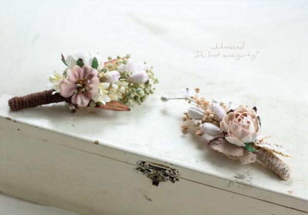 Lio Anstecker Braeutigam Blumen-03