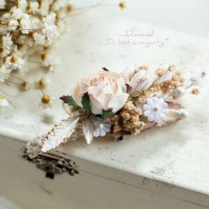 Lio Anstecker Braeutigam Blumen-04