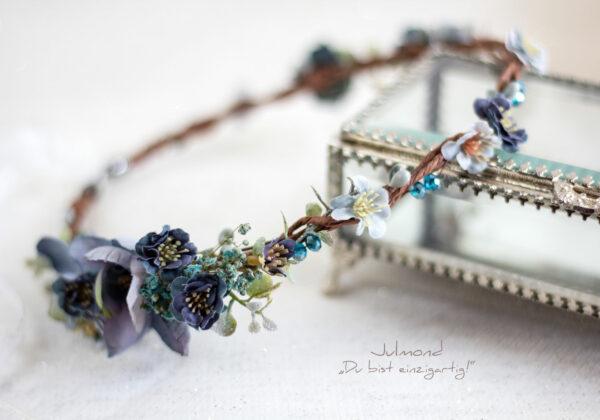 Teona Haarkranz Blumen Blau-04