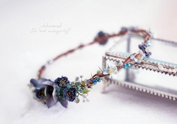 Teona Haarkranz Blumen Blau-05
